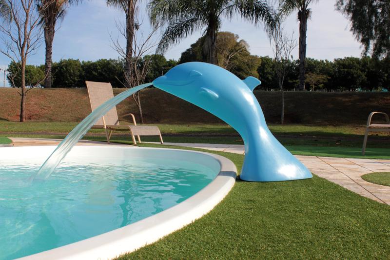 cascata golfinho flipper diversão lazer piscina brincadeiras fiji branca grama artificial