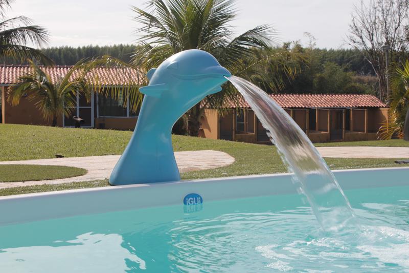 cascata golfinho flipper diversão lazer piscina brincadeiras fiji branca