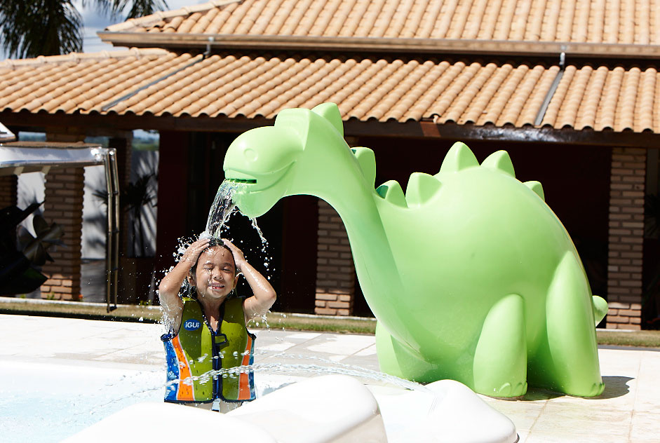 Cascada Fred diversion y ocio piscina hijos