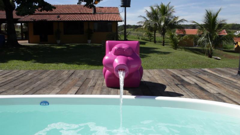 Cascata Penelope diversão lazer crianças penelope rosa belize branca frente