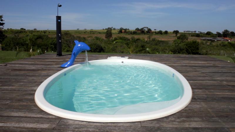Cascata Rupert  diversão lazer crianças piscina elegancia azul fiji branca