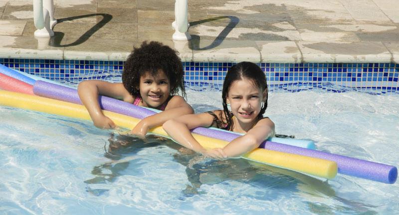 espaguete para piscina de criança diversão