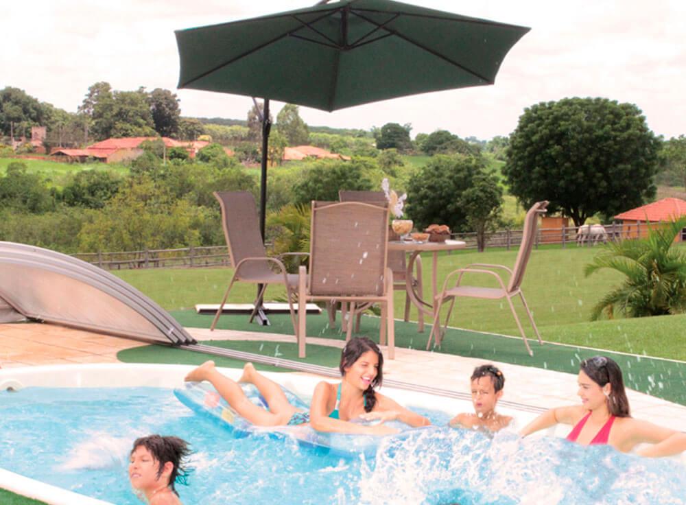Conjunto Arena lazer jardim moveis piscina fiji branca ombrelone copa grama sintetica