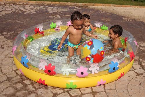 Piscina Borboleta com crianças